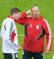 MILAN, ITALY - Monday, March 10, 2008: Liverpool's manager Rafael Benitez and captain Steven Gerrard training at the San Siro Stadium ahead of the UEFA Champions League First knockout round 2nd Leg match against FC Internazionale Milano. (Pic by David Rawcliffe/Propaganda)