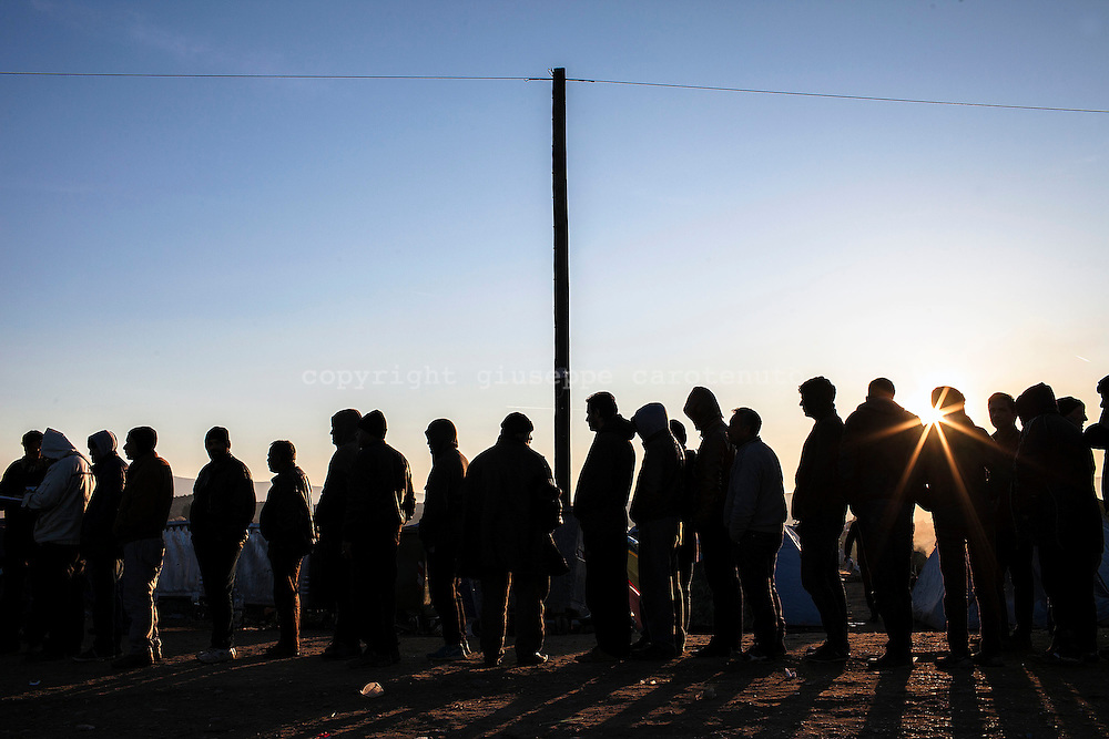 05 March 2016, Greece, Idomeni - Migrants and refugees wait to cross the Greek-Macedonian border near the village of Idomeni.