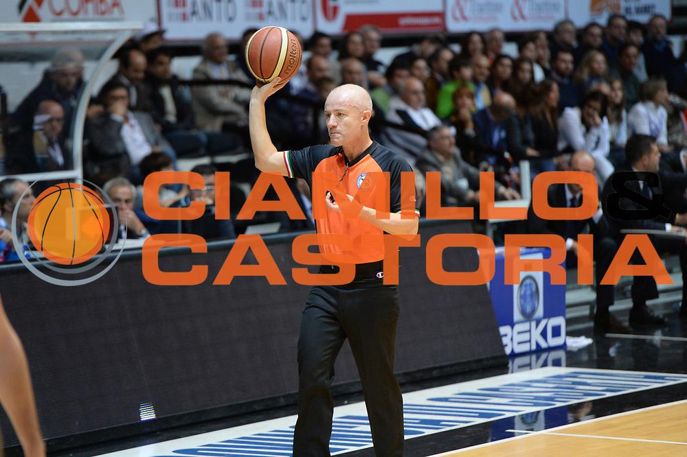 DESCRIZIONE : Caserta Lega serie A 2013/14  Pasta Reggia Caserta Acea Virtus Roma<br /> GIOCATORE : arbitro <br /> CATEGORIA : palla mani<br /> SQUADRA : Pasta Reggia Caserta<br /> EVENTO : Campionato Lega Serie A 2013-2014<br /> GARA : Pasta Reggia Caserta Acea Virtus Roma<br /> DATA : 10/11/2013<br /> SPORT : Pallacanestro<br /> AUTORE : Agenzia Ciamillo-Castoria/GiulioCiamillo<br /> Galleria : Lega Seria A 2013-2014<br /> Fotonotizia : Caserta  Lega serie A 2013/14 Pasta Reggia Caserta Acea Virtus Roma<br /> Predefinita :