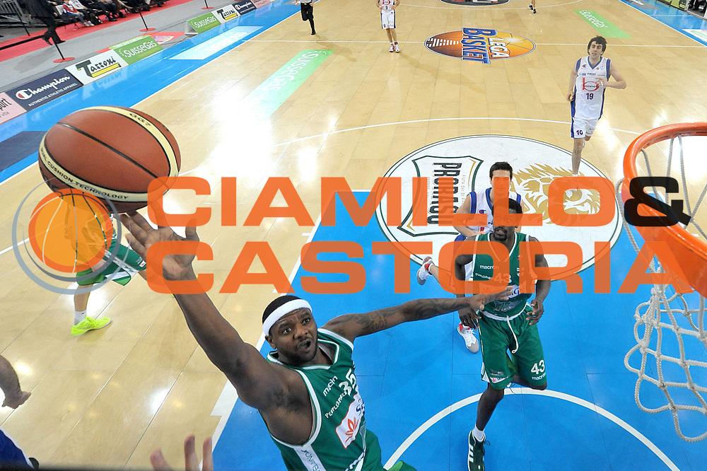 DESCRIZIONE : Torino Coppa Italia Final Eight 2012 Quarti Di Finale Bennet Cantu Sidigas Avellino<br /> GIOCATORE : Ronald Slay<br /> CATEGORIA : special tiro<br /> SQUADRA : Sidigas Avellino<br /> EVENTO : Suisse Gas Basket Coppa Italia Final Eight 2012<br /> GARA : Bennet Cantu Sidigas Avellino<br /> DATA : 17/02/2012<br /> SPORT : Pallacanestro<br /> AUTORE : Agenzia Ciamillo-Castoria/C.De Massis<br /> Galleria : Final Eight Coppa Italia 2012<br /> Fotonotizia : Torino Coppa Italia Final Eight 2012 Quarti Di Finale Bennet Cantu Sidigas Avellino<br /> Predefinita :