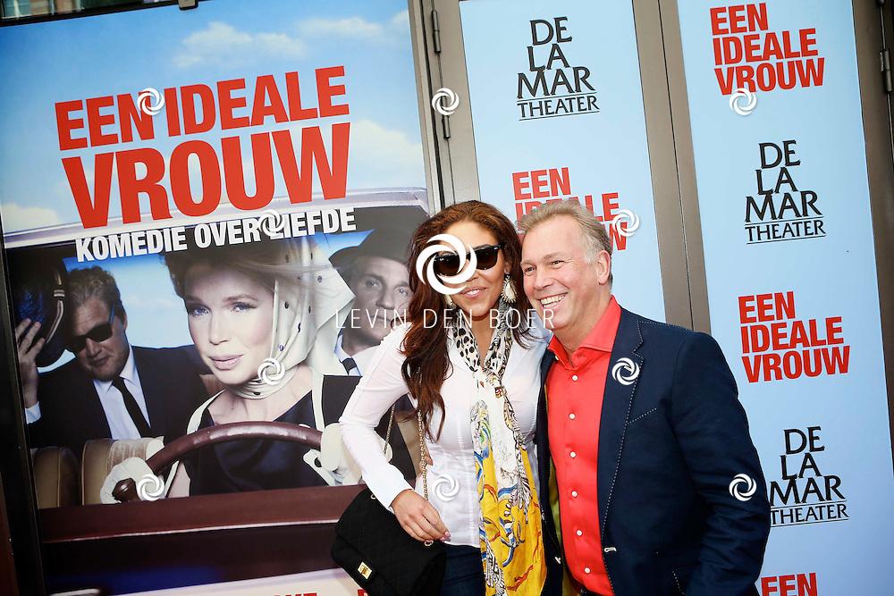 AMSTERDAM - In het DeLaMar Theater is de premiere van een Nederlands toneelstuk 'Een Ideale Vrouw' een komedie over liefde. Met op de foto  Hind Laroussi Tahiri met partner Marcel Boekhoorn. FOTO LEVIN DEN BOER - PERSFOTO.NU