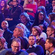 NLD/Hilversum/20130101 - 1e Liveshow Sterren dansen op het IJs 2013, monique Slyter partner op de tribune Humphrey Proeve, achter hem moeder en dochter Antje Monteiro