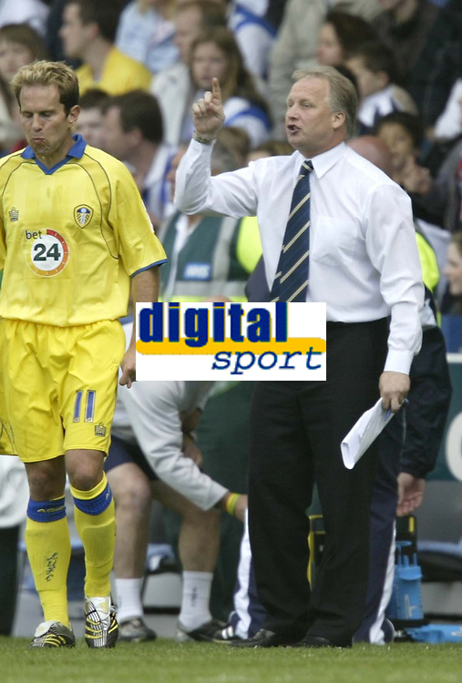 Photo: Aidan Ellis.<br /> Sheffield Wednesday v Leeds United. Coca Cola Championship. 27/08/2006.<br /> Leeds manager Kevin Blackwell gets his message across to his team.