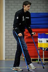 12-02-2011 VOLLEYBAL: AB GRONINGEN/LYCURGUS - DRAISMA DYNAMO: GRONINGEN<br /> In een bomvol Alfa-college Sportcentrum werd Dynamo met 3-2 (25-27, 23-25, 25-19, 25-23 en 16-14) verslagen door Lycurgus / De geblesseerde Robbert Andringa zat langs de kant zijn ploeggenoten aan te moedigen<br /> ©2011-WWW.FOTOHOOGENDOORN.NL