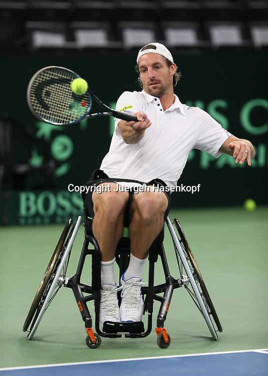 Davis Cup Deutschland gegen Brazilien in Ulm, ITF HerrenTennis Turnier, Rahmenprogramm,<br /> Rollstuhl Tennis Demonstation mit Tennis Profi Andre Begemann (GER), sitzt im Rollstuhl,Aktion,Ganzkoerper,Hochformat,Feature,