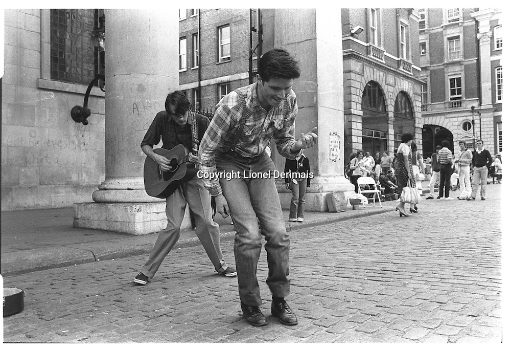 London street photography in 1982.