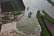 Nederland, Gelderland, Gemeente Maasdriel, 15-11-2010. Over de Maas waar de uiterwaarden worden uitgegraven door een zandzuiger..'Over the Meuse', Meuse floodplains is excavated by a suction dredger.  Mining the sand creates new nature and 'room for the river'.luchtfoto (toeslag), aerial photo (additional fee required).foto/photo Siebe Swart