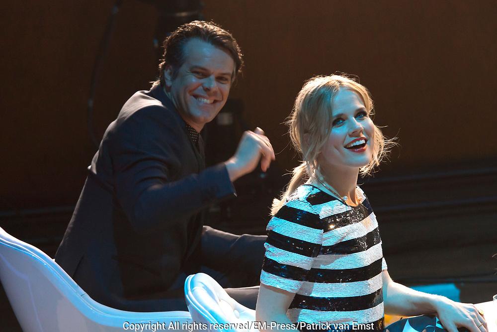 3FM Awards in TivoliVredenburg. De 3FM Awards zijn de radioprijzen van Nederland voor Nederlandse bands en artiesten.<br /> <br /> Op de foto:  Ilse DeLange en Jan-Bart Meijers -  JB Meijers
