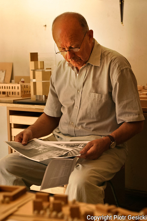 14.06.2006 Warsaw Poland, portrait of Stanislaw Fiszer architect in his study. Fot Piotr Gesicki