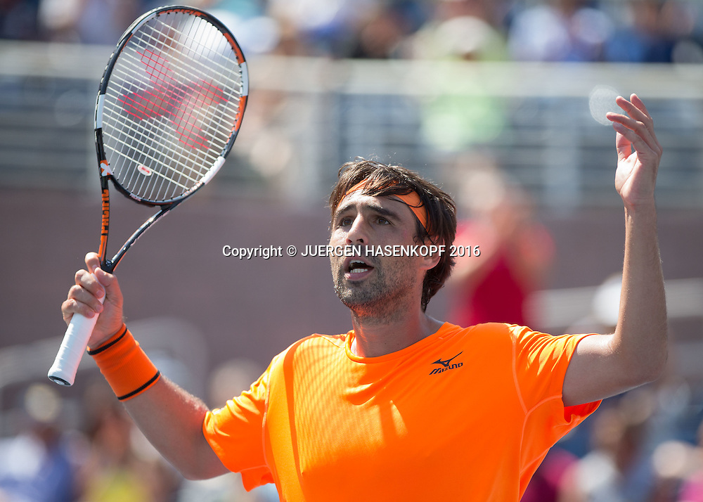 MARCOS BAGHDATIS (CYP)  animiert das Publikum, Emotion,<br /> <br /> <br /> Tennis - US Open 2016 - Grand Slam ITF / ATP / WTA -  USTA Billie Jean King National Tennis Center - New York - New York - USA  - 4 September 2016.