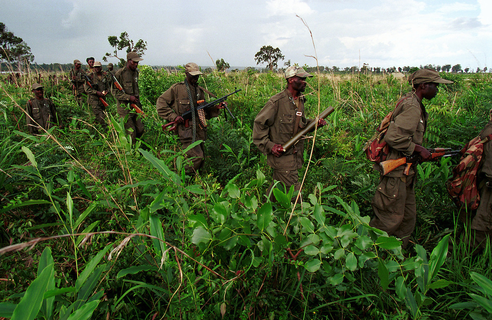 FAA (Fora Armada Angolana) soldiers during military operations against UNITA rebels near the front.  After several failed peace initiatives the government mounted a major offensive against UNITA in the eastern province of Moxico, where rebel leader Jonas Savimbi had been confirmed to be located, in an attempt to end the decades long civil war by military means..Luena, Angola.  27-11-2001.Photo: J.B. Russell
