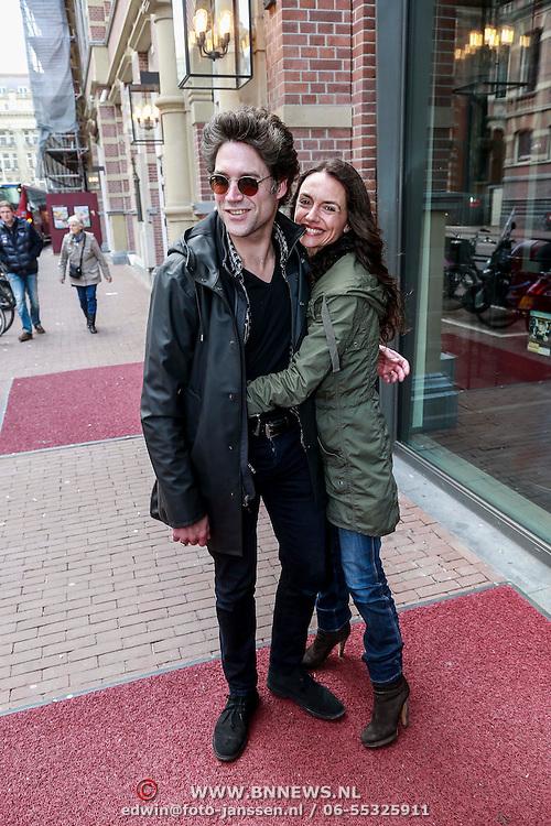 NLD/Amsterdam/20130428 - Premiere Jon en de Jongens, Daniel Boissevain en partner Vanessa Henneman