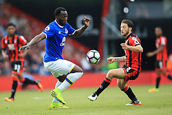 Romelu Lukaku of Everton under pressure from Harry Arter of Bournemouth - Mandatory by-line: Jason Brown/JMP - 24/09/2016 - FOOTBALL - Vitality Stadium - Bournemouth, England - AFC Bournemouth v Everton - Premier League
