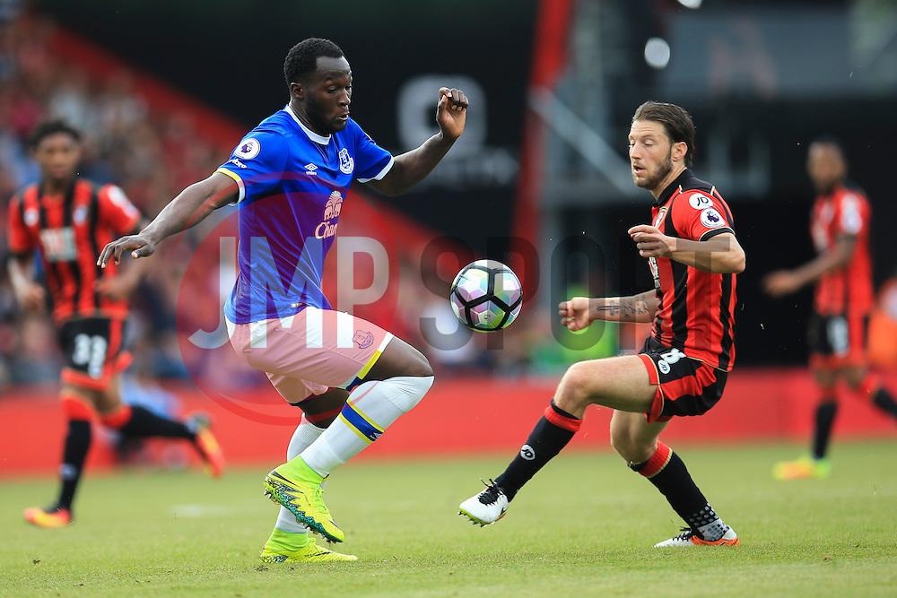 Romelu Lukaku of Everton under pressure from Harry Arter of Bournemouth - Mandatory by-line: Jason Brown/JMP - 24/09/2016 - FOOTBALL - Vitality Stadium - Bournemouth, England - AFC Bournemouth v Everton - Premier League