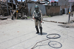 May 25, 2019 - Srinagar, Kashmir, India - Indian government forces remains alert during curfew in Old City Srinagar, Indian Administered Kashmir on 25 May 2019.  Curfew was implemented in many parts of Kashmir Valley to thwart the protests  over the killing of top rebel leader Zakir Musa  in  a gunbattle  with Indian Forces in Dadsara area of Tral yesterday. The protest call was given by pro-freedom leadership against the killing of the rebel leader. (Credit Image: © Muzamil Mattoo/NurPhoto via ZUMA Press)