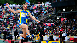 Great Britain's Chris Tomlinson competes in the men's long jump, during the Diamond League athletics meeting at Crystal Palace in London on August 14, 2010.
