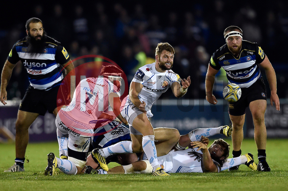 Dave Lewis of Exeter Chiefs passes the ball - Mandatory byline: Patrick Khachfe/JMP - 07966 386802 - 10/10/2015 - RUGBY UNION - The Recreation Ground - Bath, England - Bath Rugby v Exeter Chiefs - West Country Challenge Cup.