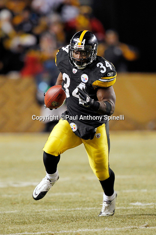 Pittsburgh Steelers running back Rashard Mendenhall (34) runs the ball for a 35 yard gain in the second quarter during the NFL 2011 AFC Championship playoff football game against the New York Jets on Sunday, January 23, 2011 in Pittsburgh, Pennsylvania. The Steelers won the game 24-19. (©Paul Anthony Spinelli)