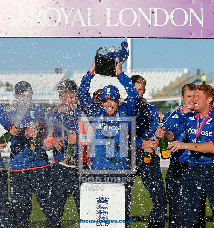 England celebrate winning the series after the Royal London One Day Series match at Emirates Durham ICG, Chester-le-Street<br /> Picture by Simon Moore/Focus Images Ltd 07807 671782<br /> 20/06/2015