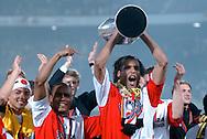 Photo: Gerrit de Heus. Rotterdam. UEFA Cup Final. Feyenoord-Borussia Dortmund. Fltr: Shinji Ono, Leonardo, Pierre van Hooijdonk. Keywords: beker