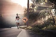 SP-RJ, BRASIL, 21/07/2010, 07h45m: Camila de Araujo Nicolau e Gabriel Gargiulo Pacca em fotos posadas do percurso de ultramaratona Nike 600K. Local da foto: Serra_de_Maresias.  (foto: Caio Guatelli)