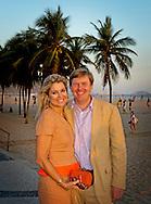RIO DE JANEIRO - Prins Willem-Alexander en prinses Maxima op de boulevard langs het strand van Copacabana aan het einde van hun bezoek aan Brazilie.