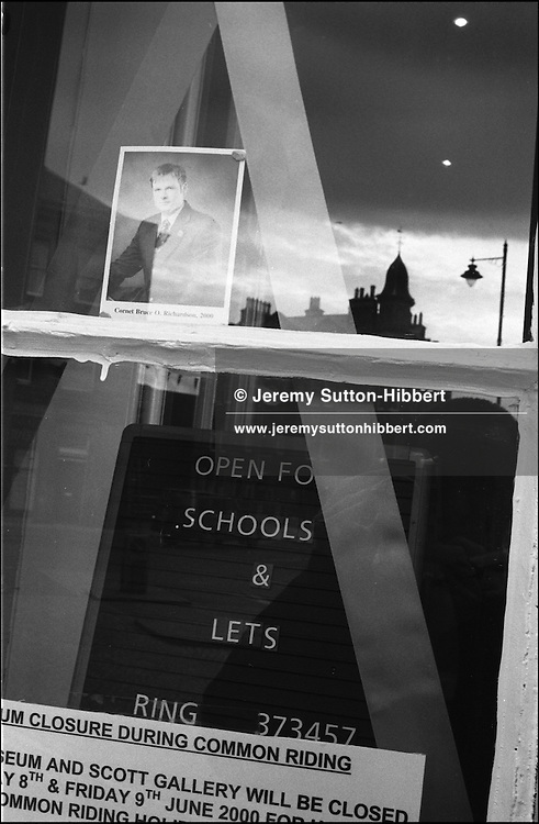 MUSEUM WINDOW WITH PHOTO OF CORNET BRUCE RICHARDSON. HAWICK COMMON RIDING, 9TH JUNE 2000. Scotland..PIC©JEREMY SUTTON-HIBBERT 2000..