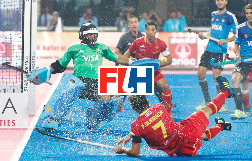 Odisha Men's Hockey World League Final Bhubaneswar 2017<br /> Match id:11<br /> Argentina v Spain<br /> Foto: Pau Quemada (Esp)  shoots on goal keeper Juan Vivaldi (Arg) <br /> COPYRIGHT WORLDSPORTPICS KOEN SUYK