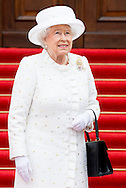 24-6-2015 BERLIN - Britain's Queen Elizabeth II and her husband Prince Philip, The Duke of Edinburgh with German President Joachim Gauck (R) and partner of the German President Daniela Schadt (L) as they arrive at Bellevue Palace in Berlin on June 24, 2015.Queen Elizabeth II arrives with Duke of Edinburgh Prince Philip at the Bellevue Palace  and meet with Gauck at Bellevue and military honors afterwards for a 3 days state visit to Germany .COPYRIGHTROBIN UTRECHT II  and Duke of Edinburgh Prince Philip  will visit Germany 3days COPYRIGHT ROBIN UTRECHT