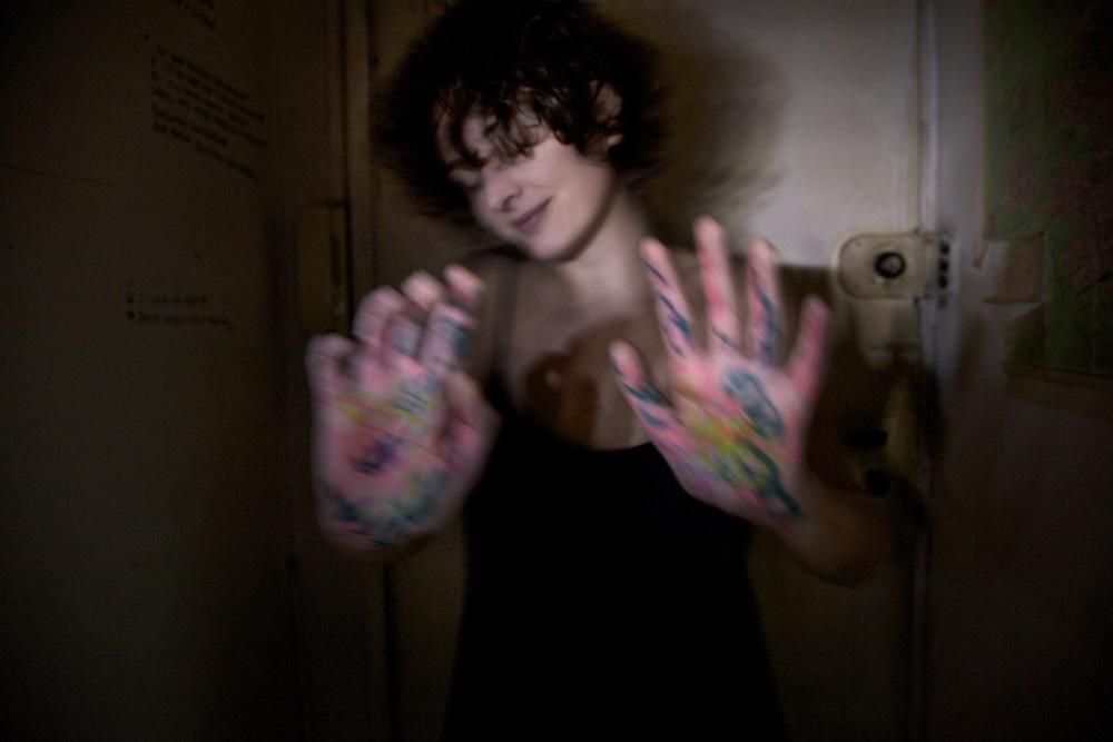 Roberta Cartisano- L'abbraccio (le mani e le braccia)
