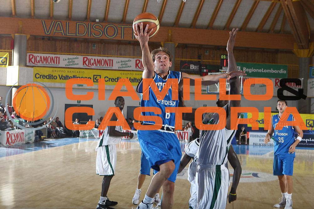 DESCRIZIONE : Bormio Torneo Internazionale Maschile Diego Gianatti Italia Senegal<br /> GIOCATORE : Giuseppe Poeta<br /> SQUADRA : Italia Italy<br /> EVENTO : Raduno Collegiale Nazionale Maschile <br /> GARA : Italia Senegal Italy<br /> DATA : 17/07/2009 <br /> CATEGORIA :  tiro penetrazione<br /> SPORT : Pallacanestro <br /> AUTORE : Agenzia Ciamillo-Castoria/C.De Massis <br /> Galleria : Fip Nazionali 2009<br /> Fotonotizia : Bormio Torneo Internazionale Maschile Diego Gianatti Italia Senegal<br /> Predefinita :