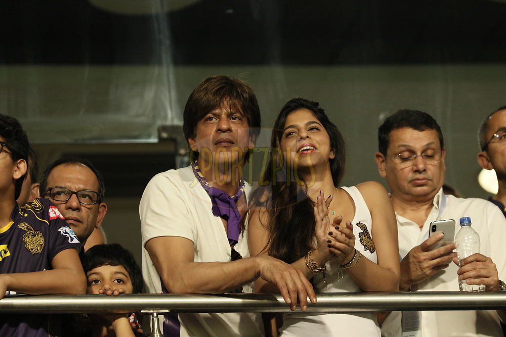 KKR co owner SRK with his Daughter and others at VVIP area during match three of the Vivo Indian Premier League 2018 (IPL 2018) between the Kolkata Knight Riders and the Royal Challengers Bangalore held at the Eden Gardens Cricket Stadium in Kolkata on the 8th April 2018.<br /> <br /> Photo by Saikat Das / IPL/ SPORTZPICS