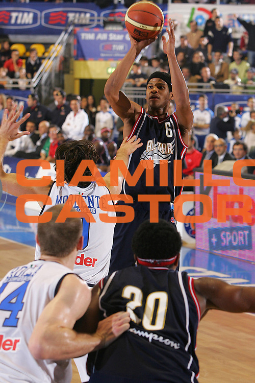 DESCRIZIONE : Pictures of the Week All Star Game Lega A1 2006-07 <br /> GIOCATORE : Forte <br /> SQUADRA : Champion All Stars <br /> EVENTO : Campionato Lega A1 2006-2007 All Star Game <br /> GARA : Champion All Stars Nazionale Italiana <br /> DATA : 23/12/2006 <br /> CATEGORIA : Tiro <br /> SPORT : Pallacanestro <br /> AUTORE : Agenzia Ciamillo-Castoria/S.Silvestri <br /> Galleria : Pictures of the Week 2006-2007 <br /> Fotonotizia : Pictures of the Week All Star Game Lega A1 2006-2007 <br /> Predefinita :