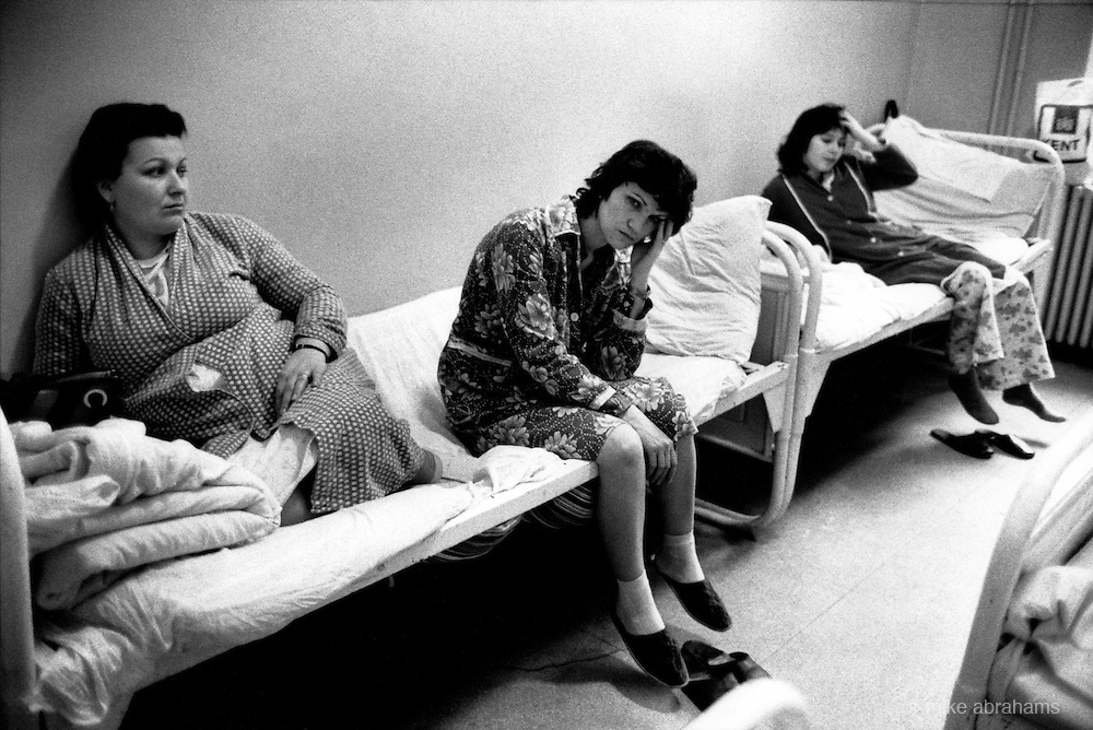 Women waiting for abortions share beds with women recuperating from the operation at the Filanthropia clinic. Bucharest, Romania. Feb 1990