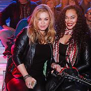 NLD/Hilversum/20130202 - 6de liveshow Sterren Dansen op het IJs 2013, Antje Monteiro met dochter Romy