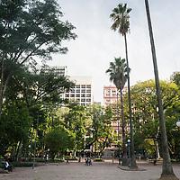Praça da Alfândega, Porto Alegre, Rio Grande do Sul, foto de Zé Paiva - Vista Imagens