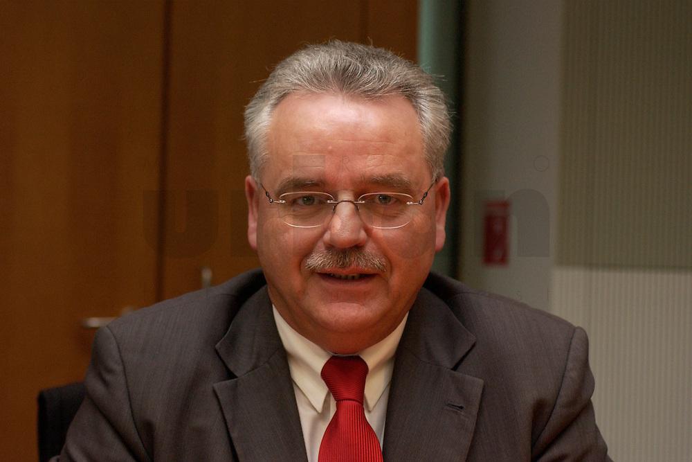 24 MAR 2004, BERLIN/GERMANY:<br /> Bernhard Brinkmann, MdB, SPD, Mitglied im Haushaltsausschussdes Bundestages, Paul-Loebe-Haus, Deutscher Bundestag<br /> IMAGE: 20040324-02-004