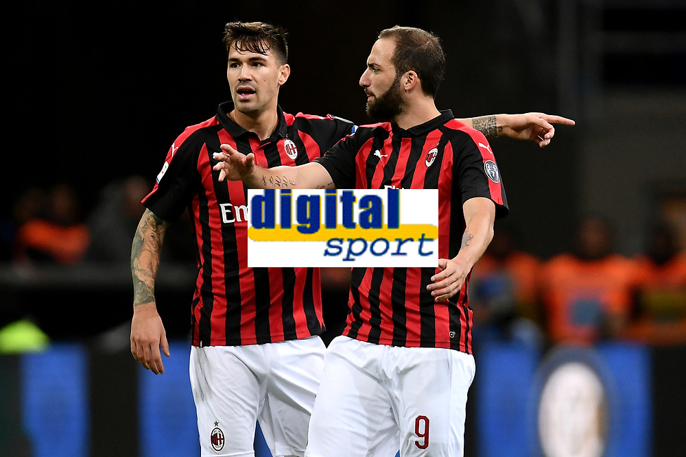 Alessio of AS Romagnoli and Gonzalo Higuain of AC Milan of AC Milan gesture during the Serie A 2018/2019 football match between Fc Internazionale and AC Milan at Giuseppe Meazza stadium Allianz Stadium, Milano, October, 21, 2018 <br />  Foto Andrea Staccioli / Insidefoto