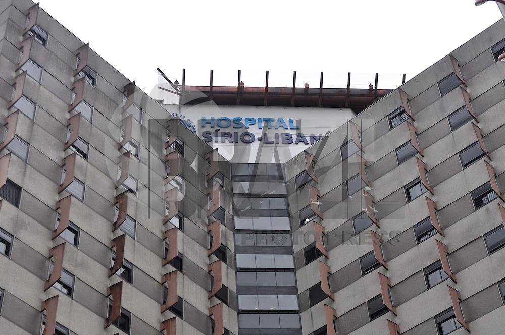 SÃO PAULO, 31  DE OUTUBRO DE 2011 - EX PRESIDENTE LULA NO SÍRIO LIBANÊS - O ex Presidente Lula chegou ao hospital Sírio Libanes em São Paulo na manhã desta segunda (31) para iniciar as sessões de quimioterapia para tratar um cancer na laringe. FOTO:  LEVI BIANCO - NEWS FREE