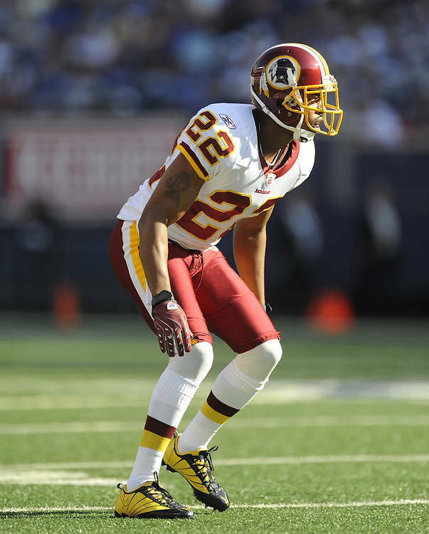 EAST RUTHERFORD, NJ - SEPTEMBER 13: Carlos Rogers #22 of the Washington Redskins defends against the New York Giants during their game on September 13, 2009 at Giants Stadium in East Rutherford, New Jersey. (Photo by Rob Tringali) *** Local Caption *** Carlos Rogers