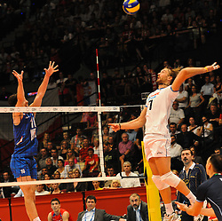 18.09.2011, Stadthalle, Wien, AUT, CEV, Europaeische Volleyball Meisterschaft 2011, Finale, Italien vs Serbien, im Bild Michal Lasko, (ITA, #7, Opposite) gegen Nikola Rosic, (SRB, #19, Libero 1) // during the european Volleyball Championship Final Italy vs Serbia, at Stadthalle, Vienna, 2011-09-18, EXPA Pictures © 2011, PhotoCredit: EXPA/ M. Gruber