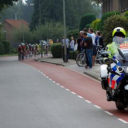 WIELRENNEN BOELS RENTAL LADIESTOER, GENNEP: De motards van de Landelijke Politie Eenheid zorgden voor de begeleiding
