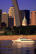Image of the Gateway Arch, Mississippi River and downtown skyline in St. Louis, Missouri, American Midwest