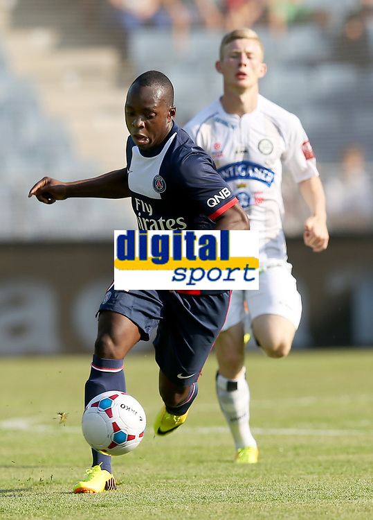 Fotball<br /> Frankrike<br /> Graz Østerrike<br /> 09.07.2013<br /> Foto: Gepa/Digitalsport<br /> NORWAY ONLY<br /> <br /> tipp3 Bundesliga powered by T-Mobile, Ligue 1, SK Sturm Graz vs Paris Saint-Germain FC, IFCS Trainingslager, Ankick 2013, Vorbereitungsspiel. <br /> <br /> Bild zeigt Neeskens Kebano (PSG) und Florian Kainz (Sturm).