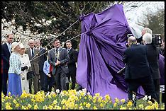 MAR 31 2014 The Queen unveils Windsor Greys statue