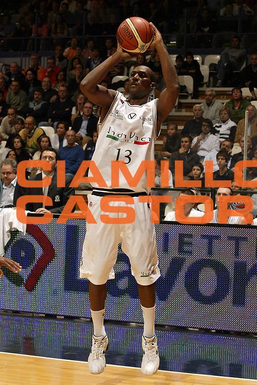 DESCRIZIONE : Bologna Lega A1 2006-07 VidiVici Virtus Bologna Upea Capo Orlando <br /> GIOCATORE : Gugliotta<br /> SQUADRA : VidiVici Virtus Bologna <br /> EVENTO : Campionato Lega A1 2006-2007 <br /> GARA : VidiVici Virtus Bologna Upea Capo Orlando <br /> DATA : 19/10/2006 <br /> CATEGORIA : Tiro<br /> SPORT : Pallacanestro <br /> AUTORE : Agenzia Ciamillo-Castoria/E.Pozzo<br /> Galleria : Lega Basket A1 2006-2007 <br /> Fotonotizia : Bologna Campionato Italiano Lega A1 2006-2007 VidiVici Virtus Bologna Upea Capo Orlando <br /> Predefinita :