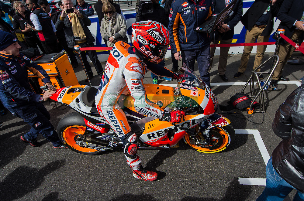 October 23, 2016 - Melbourne, Victoria, Australia - Spanish rider Marc Marquez (#93) of Repsol Honda Team returns to his grid position after the sighting lap before the MotoGP category race at the 2016 Australian MotoGP held at Phillip Island, Australia. (Credit Image: © Theo Karanikos via ZUMA Wire)