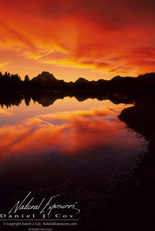 An evening sunset during autumn at Oxbow Bend on the Snake River. Grand Teton National Park, Wyoming