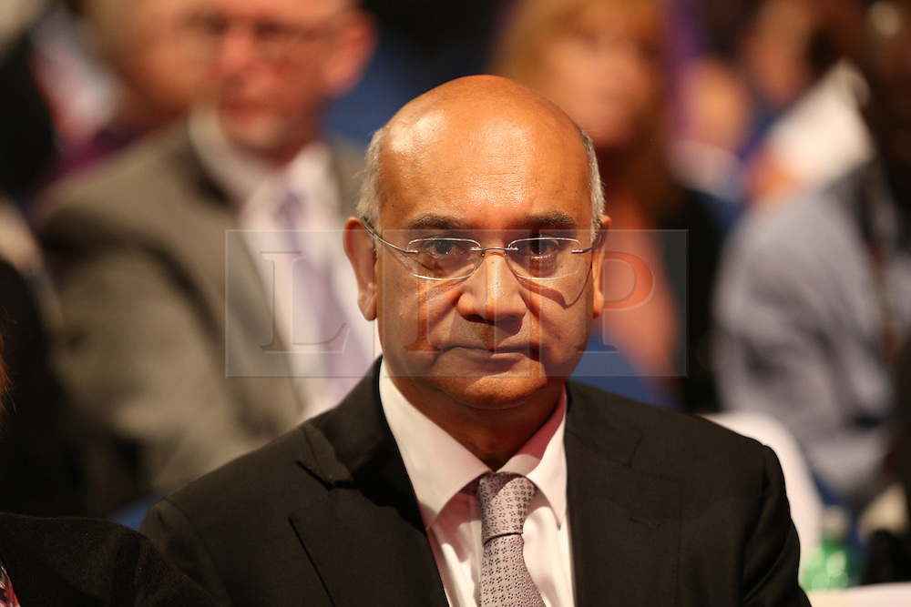 © Licensed to London News Pictures . 27/09/2016 . Liverpool , UK . KEITH VAZ in the conference hall ahead of Labour Party deputy leader Tom Watson delivering his speech during the third day of the Labour Party Conference . Photo credit : Joel Goodman/LNP