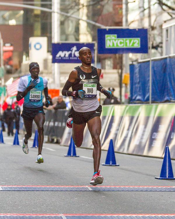 Mo Farah out kicks Stephen Sambu at finish